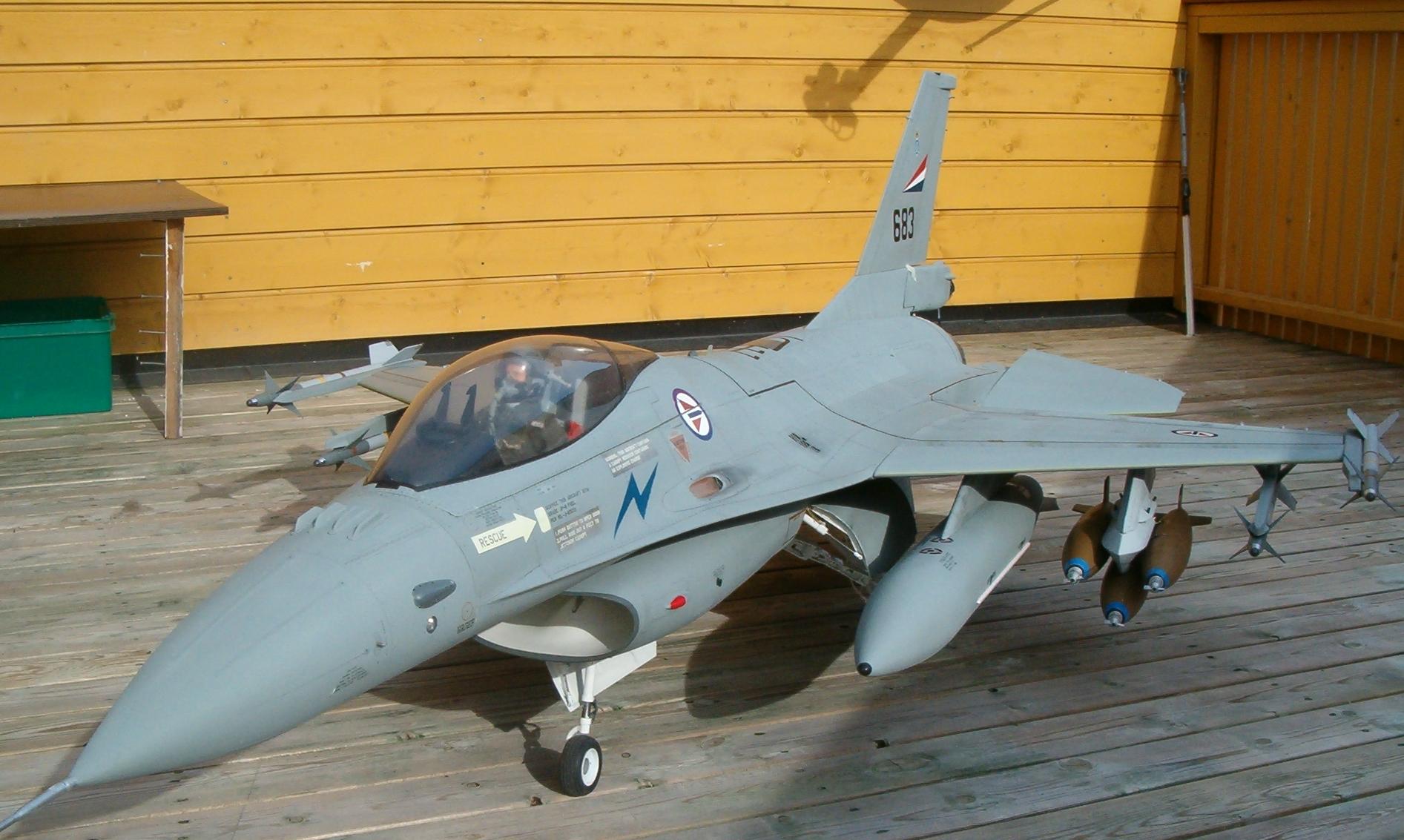 Philip Avonds Scale Jets F 16a